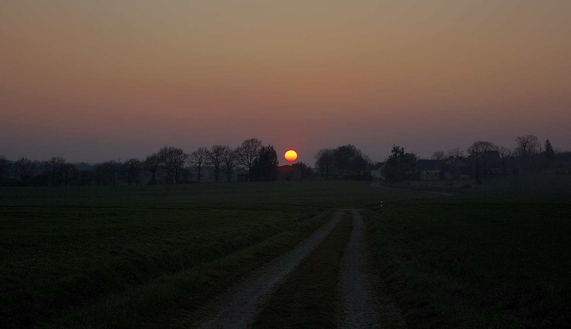 Le soleil se couche commre rarement
