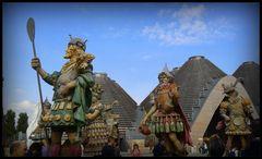 le statue allegoriche all'entrata dell'expo..ci danno il benvenuto...
