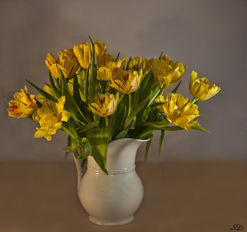 Le vase de tulipes.