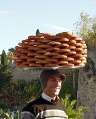 le vendeur de pain !