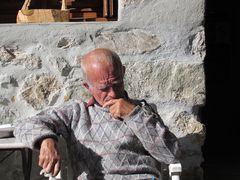 ...Le vieil homme aux oiseaux..