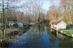 ..Le vieux lavoir, en bordure d'Essonne..