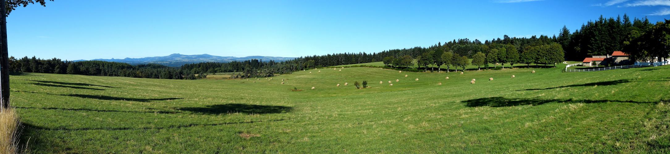 le Vivarais  avec le Mont Gerbier de Jonc