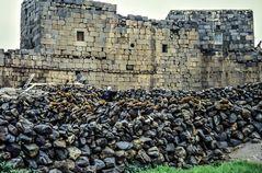 Leben in antiken Mauern.                  ..120_4274