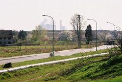 Leben mit dem Braunkohletagebau: Hausfreie Hauptstraße