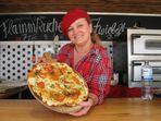 Lecker Flammkuchen auf der Kieler Woche