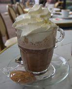 Lecker Kakao mit Sahne das richtige bei dem Wetter.