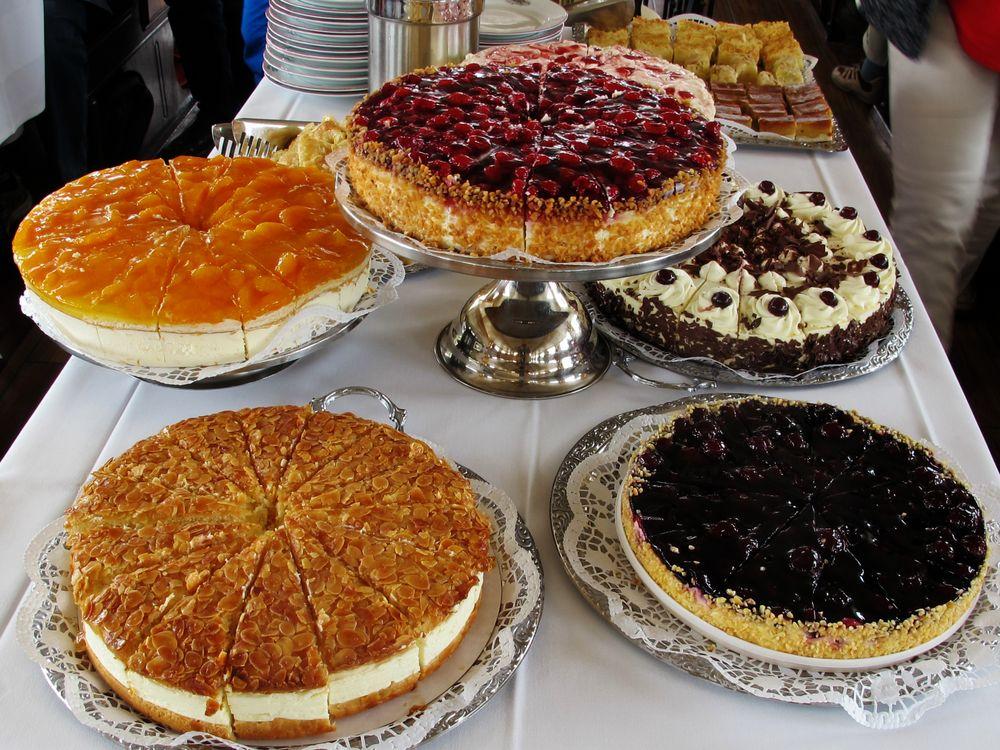 Leckeres Kuchenbuffet auf der FREYA Foto & Bild   stillleben, essen ...