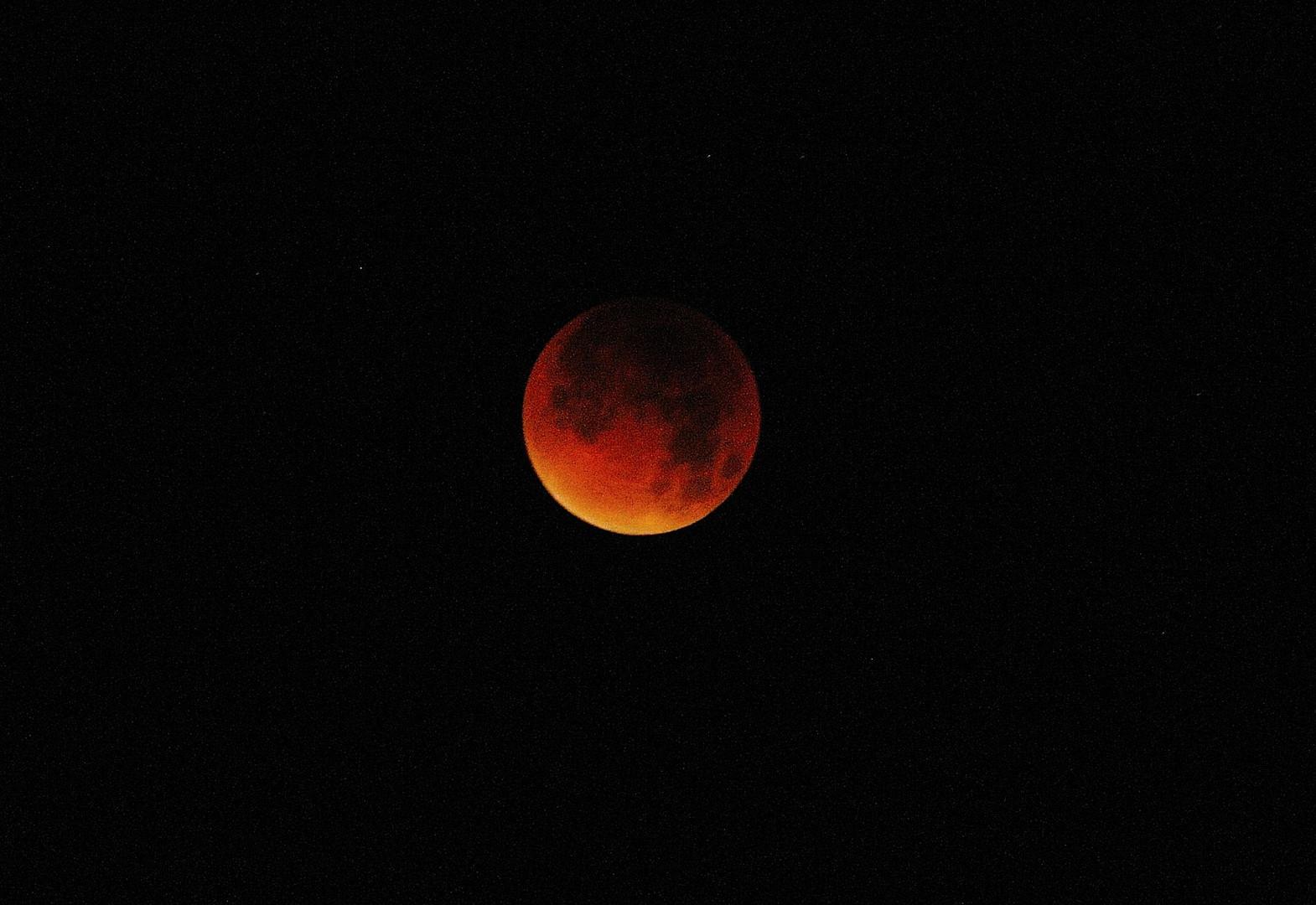 L'éclipse de la lune dans la nuit du 27 au 28 septembre à 4 h 43