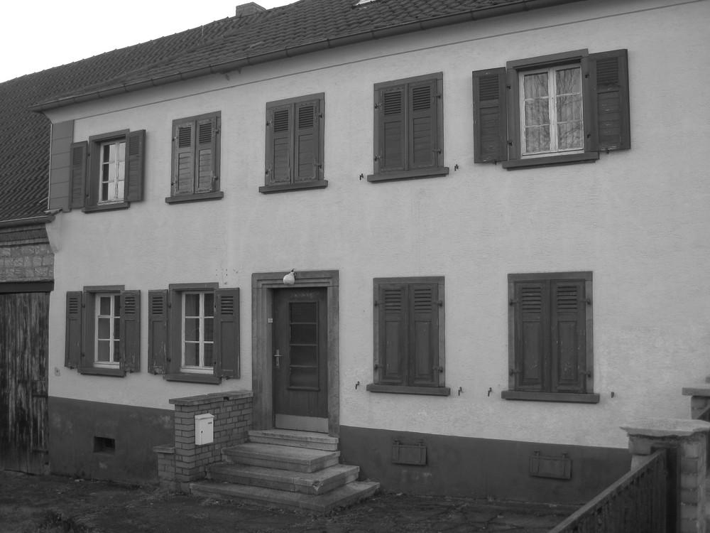 Leerstehendes Haus .......