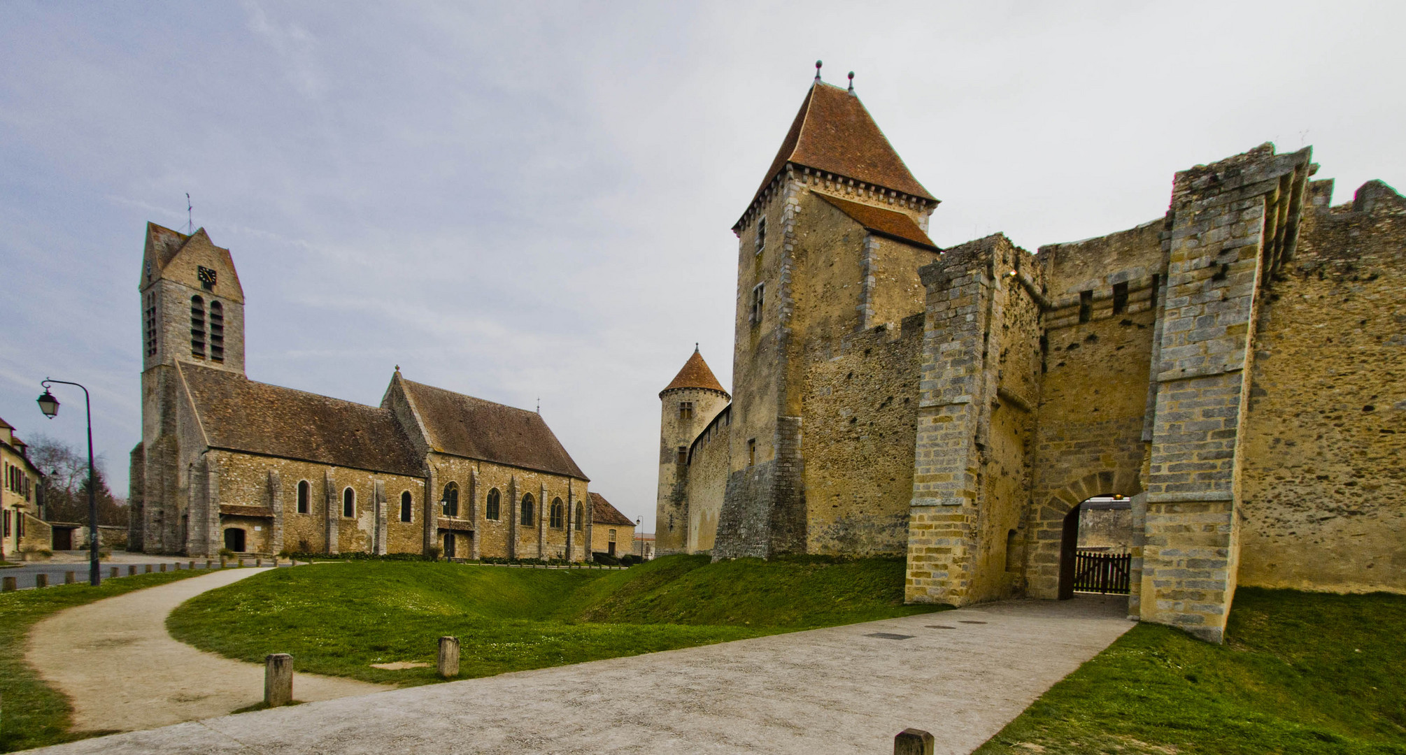l'église de Blandy les Tours
