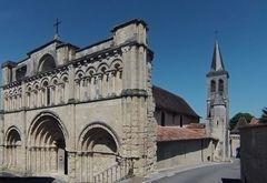 L'Eglise Saint-Jacques et son clocher décalé
