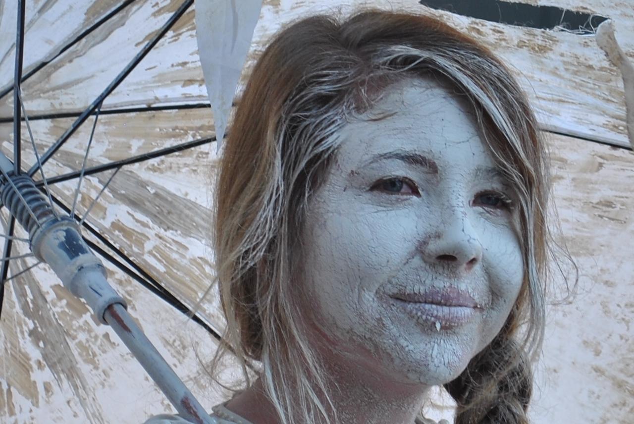 Lehmfrau beim Karneval der Kulturen Berlin