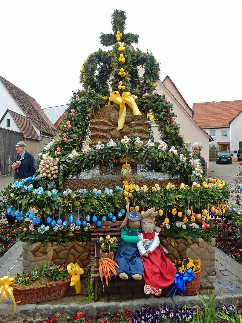 Leinburger Osterbrunnen