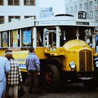 Leipzig, 16. März 1990: Genschers Wahlkampfbus