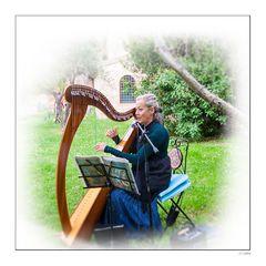 Leise erklingt die Harfe