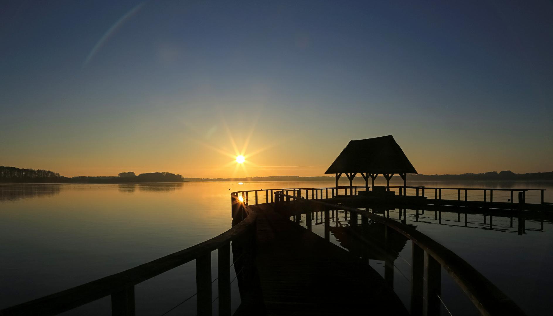 Leise spiegelt der See