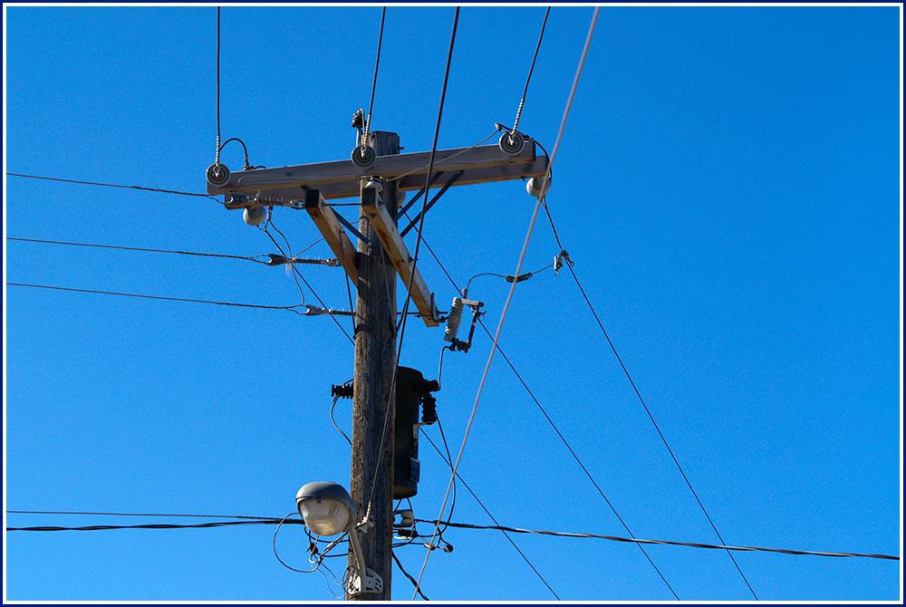 Leitungen und Kontakte nach Innen und Aussen.