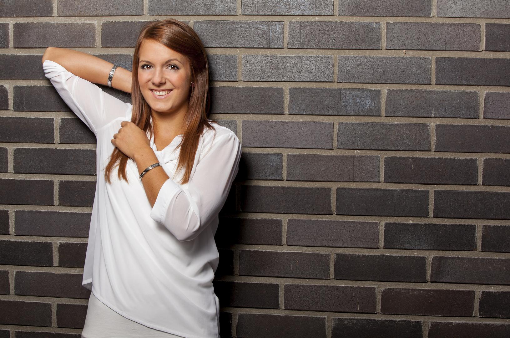 Lena an der Wand 2