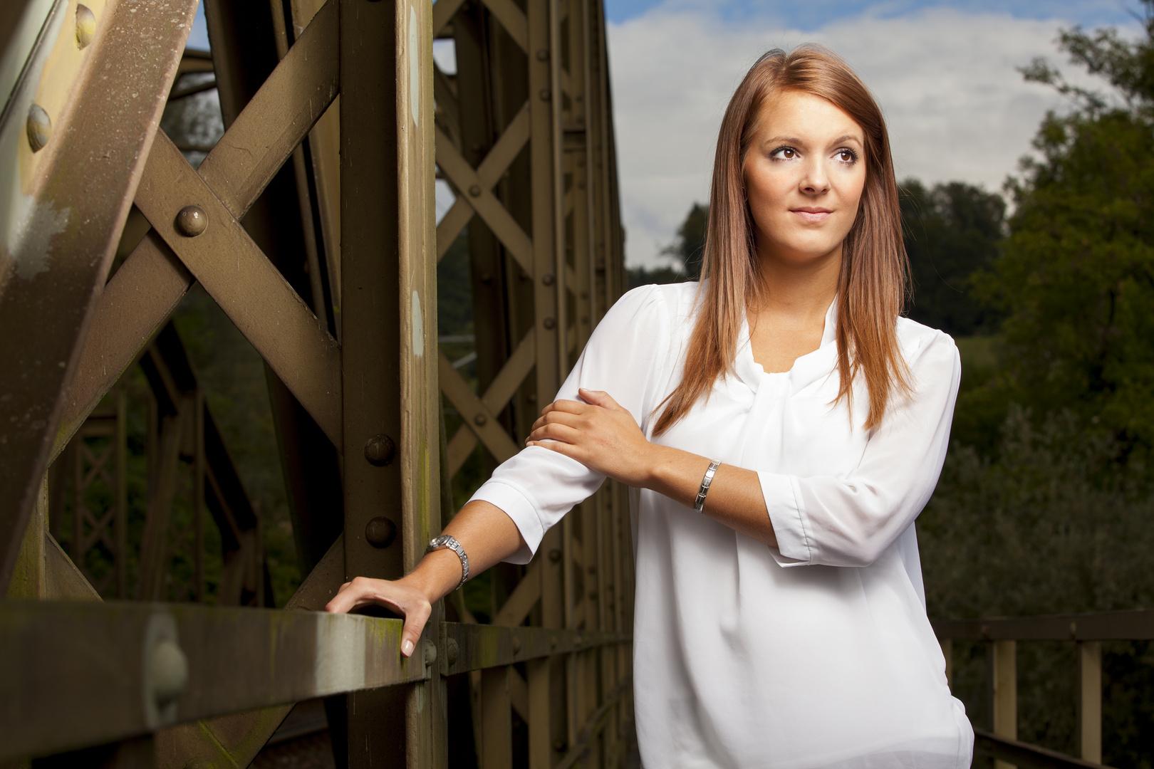 Lena auf der Brücke 1