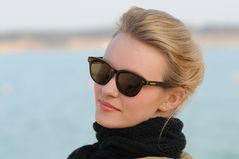 Lena mit Sonnenbrille