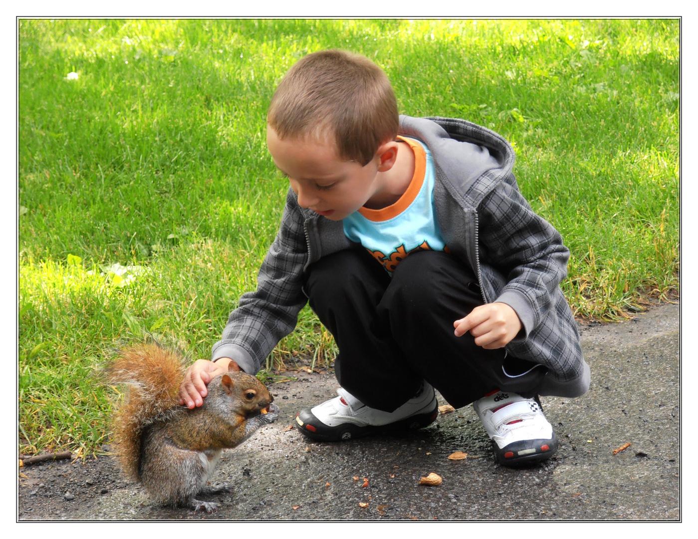 L'enfant et l'écureuil