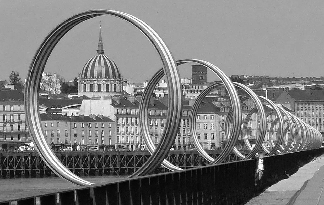 L'enfilade des anneaux de BUREN