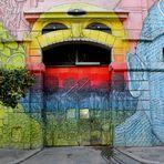 L'entrata del palazzo colorato