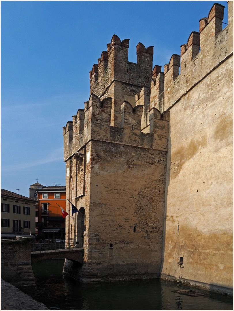 L'entrée du Château des Scaligeri  --  Sirmione