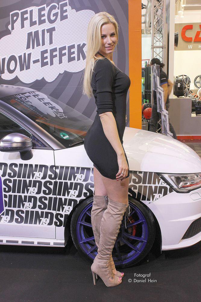Leo Theresa Miss Tuning auf der Essen Motor Show 2015