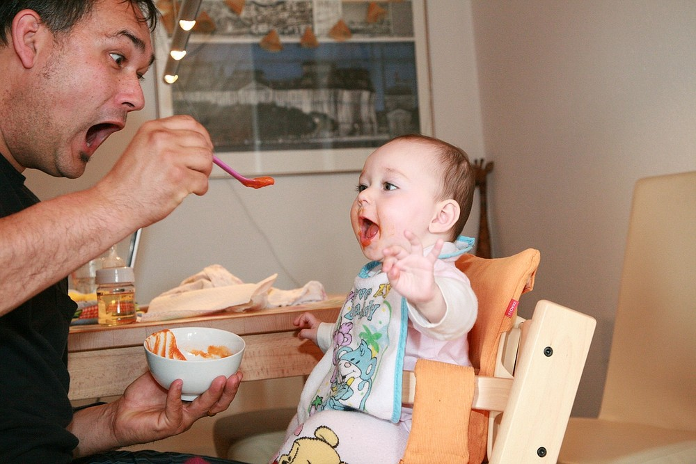 Leonie und Papa beim Essen