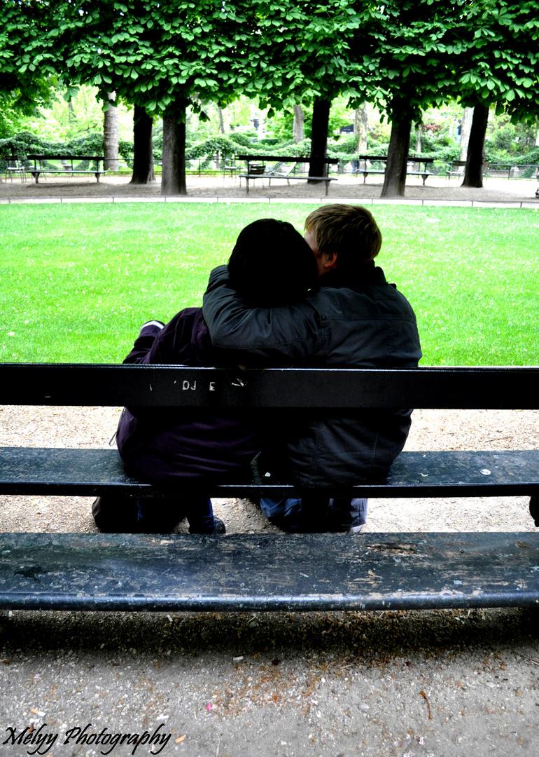 Les Amoureux Des Bancs Publics Photo Et Image Lifestyle Jeunes
