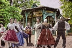 Les danseurs du Kiosque