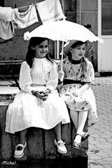 Les demoiselles à l'ombrelle.