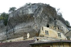 Les-Eyzies-de-Tayac-Sirjeul - Schloss mit Neanderthaler