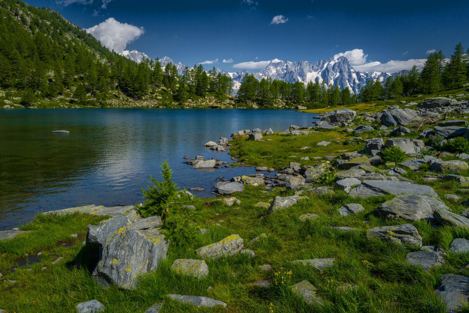 Les Grandes Jorasses, vues depuis le Lac d'Arpy.