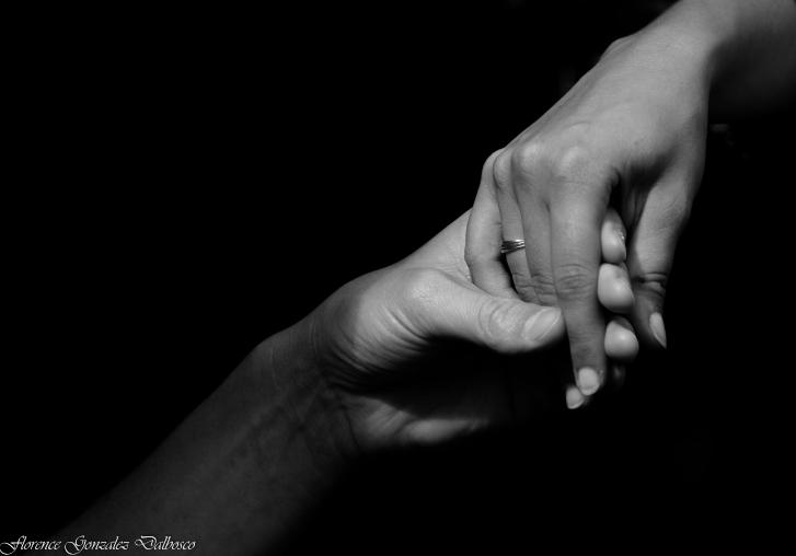 Les mains.