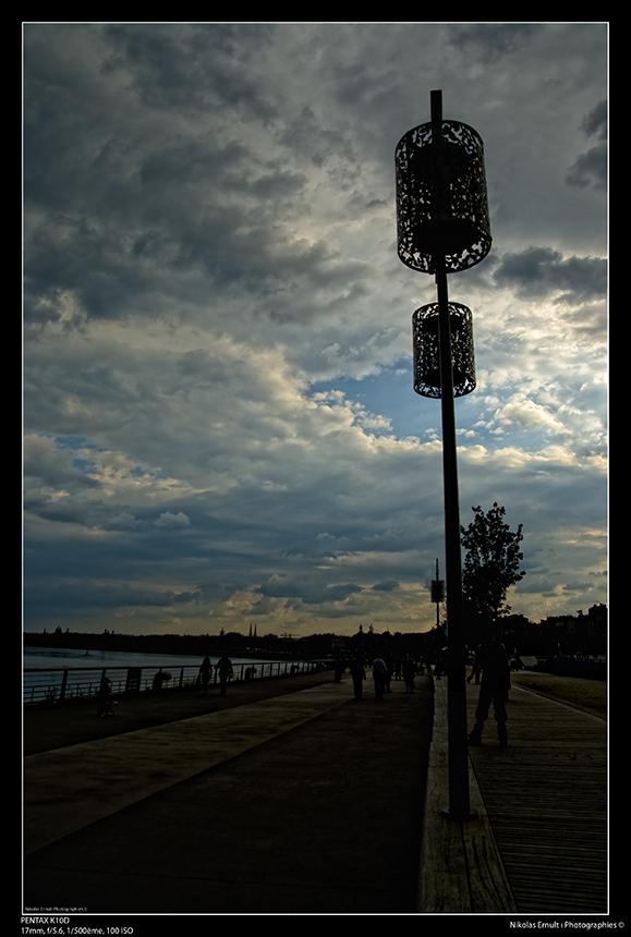 Les quais à Bordeaux avant l'orage