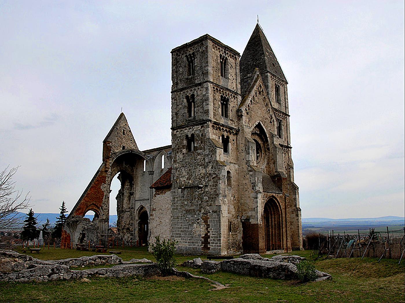 Les ruines de la basilique de Zsambék - Hongrie