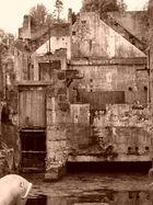 les ruines d'une papeterie !!