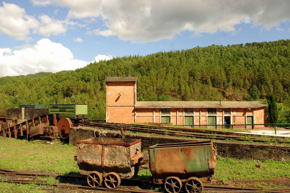 les wagonnets de la mine ... La Grand-Combe, Gard