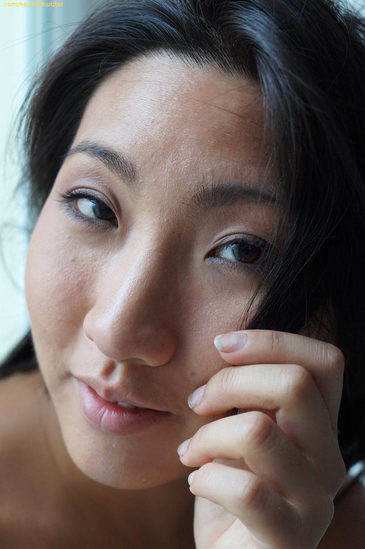 Les yeux d'amande de Minh-Ly, lumière du jour