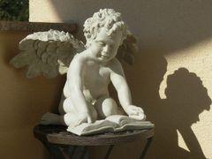 Lesender Engel