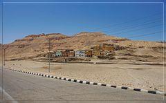 Letzte Häuser von el-Qurna