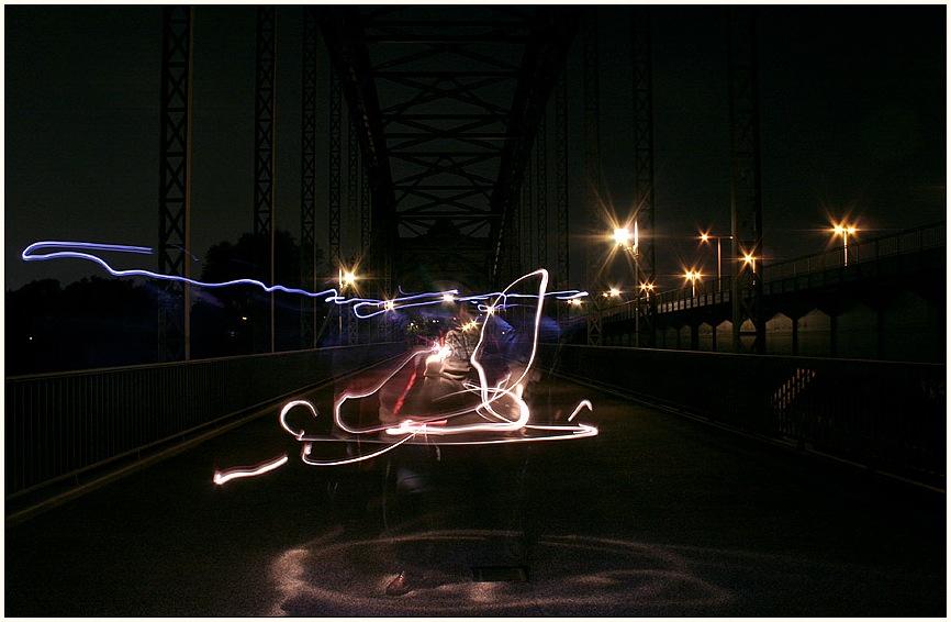 letzte nacht begegnete mir auf der Harburger Brücke ein seltsames wesen