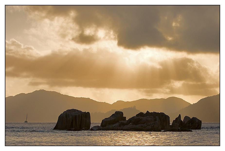 Letzte Sonnenstrahlen auf der einsamen Insel