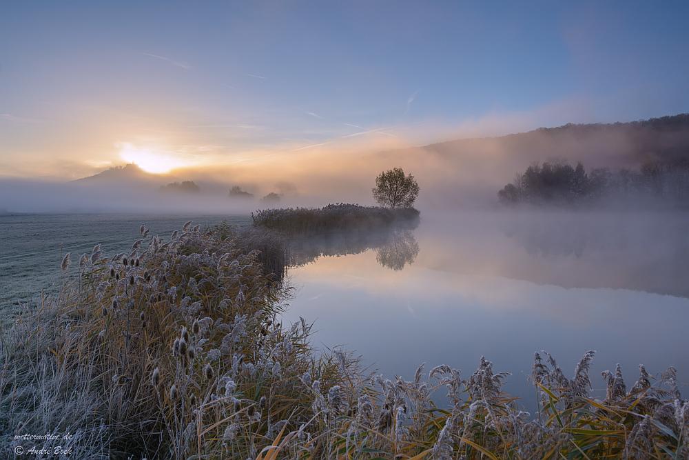 letzter Morgennebel am See