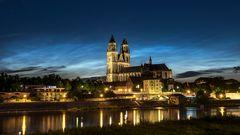 Leuchtende Nachtwolken über Magdeburg + Dom