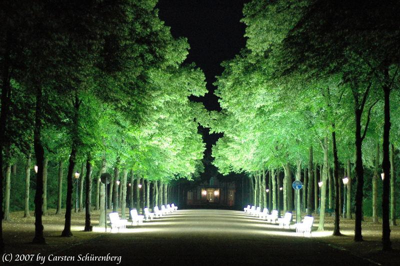 Leuchtende Parkbänke