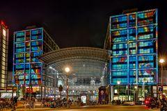 Leuchtender Turmbahnhof